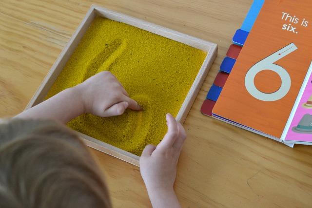 scrivere nella scatola della sabbia